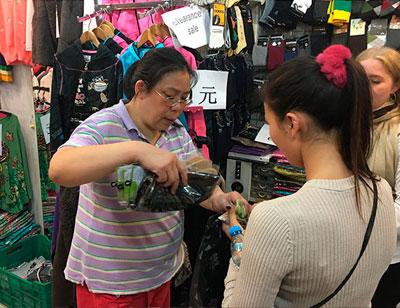 Как торговаться на рынках подделок в Китае